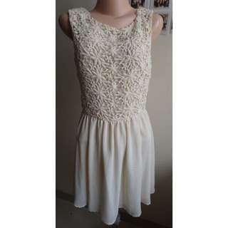 FOREVER 21- Broken White Flowery Dress