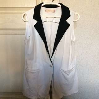 White Sleeveless blazer