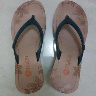 Triset Sandal