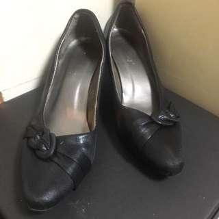 37號黑色尖頭矮踭鞋
