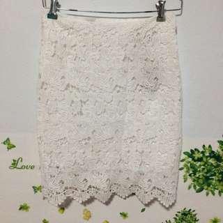 白色蕾絲短裙