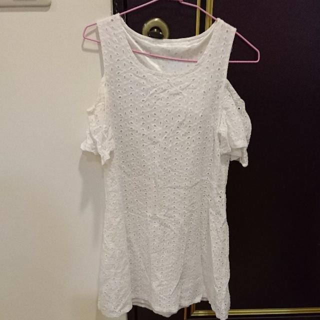 白色露肩小洋裝