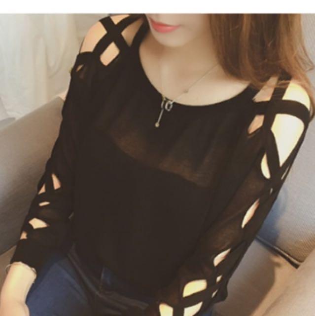 黑色薄款針織衫 長袖 交叉 簍空 短版