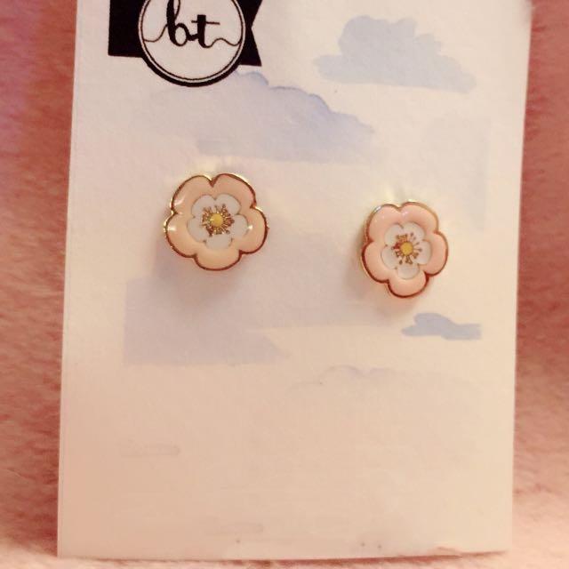 花 花朵 耳環 Flower Earrings 兩色 two colors 潮流 Korean fashion Style Trendy Korea 多款 Cute Cutie lovely Colorful 彩色 韓國 flowers 時尚