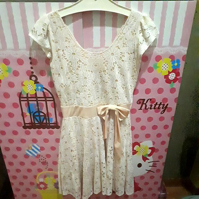 Baju Flower Cream Dress