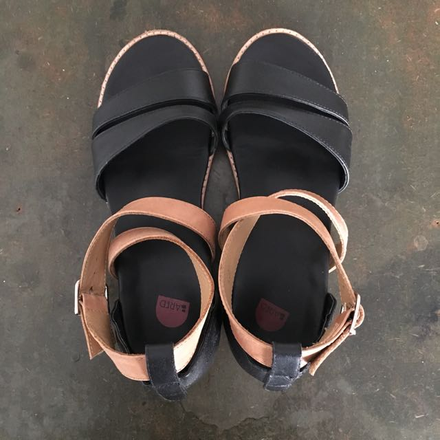 Bared Finch Black/Tan Sandals Size 37
