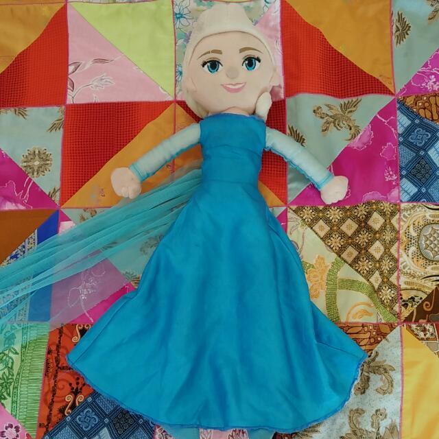 Boneka Elsa