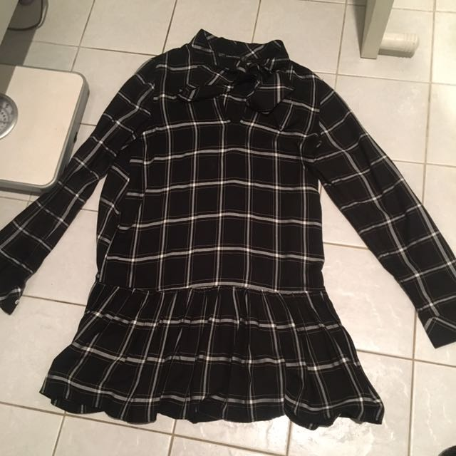 Brand New Zara Black And Checkered Tunic Dress With Tie Up Connected. Very Cute With Boots And A Belt!