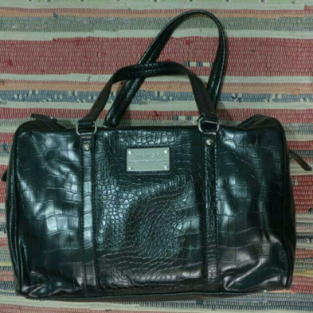 #prelovedkusayang Classic MANGO bag,. Cantik & Keren Banget,. GOOD CONDITION,. Warna Masih Hitam Pekat😍😍