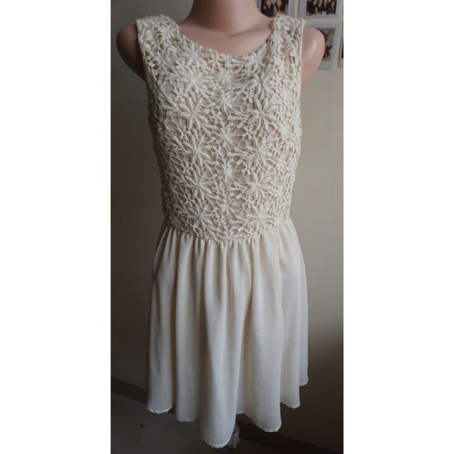 FOREVER 21- Broken White Flowery Dress