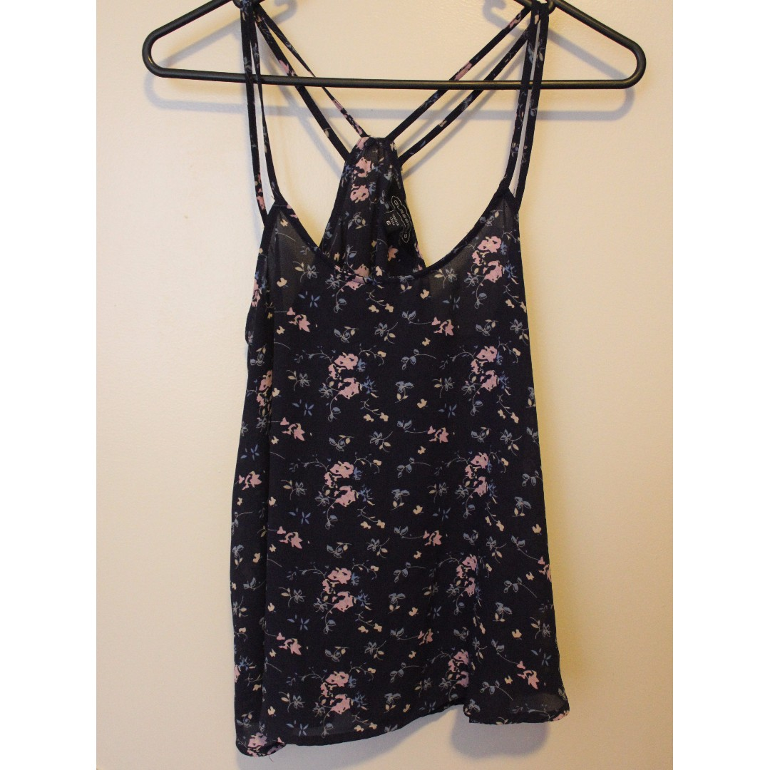 GLASSONS size 6 pretty blue top with flower design