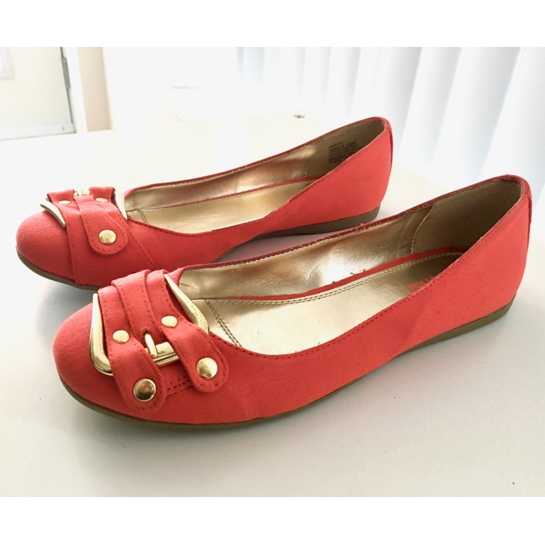 Kenneth Cole Reaction flats, size 8.5
