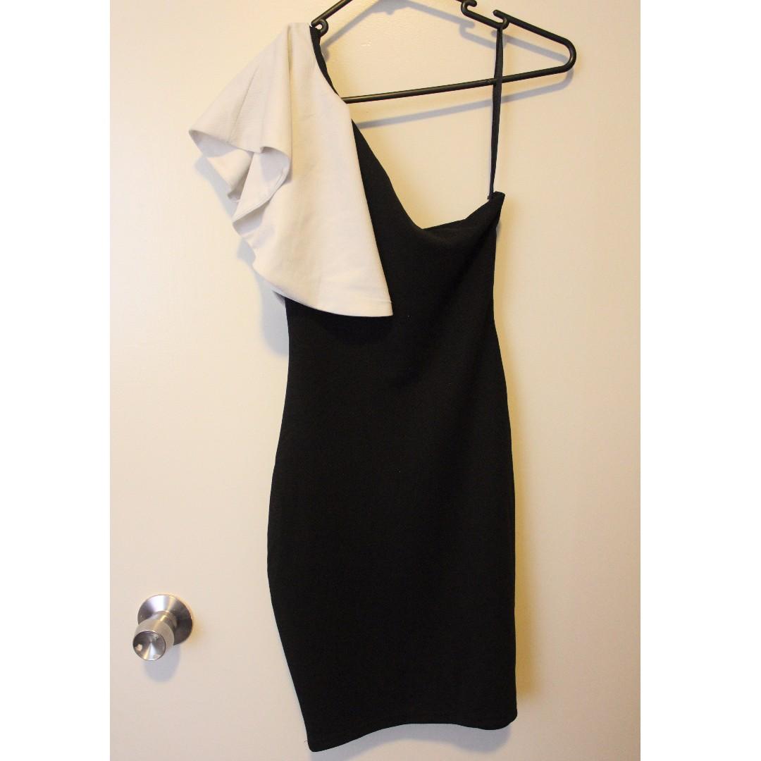 NEVER WORN black and white one shoulder dress size 6