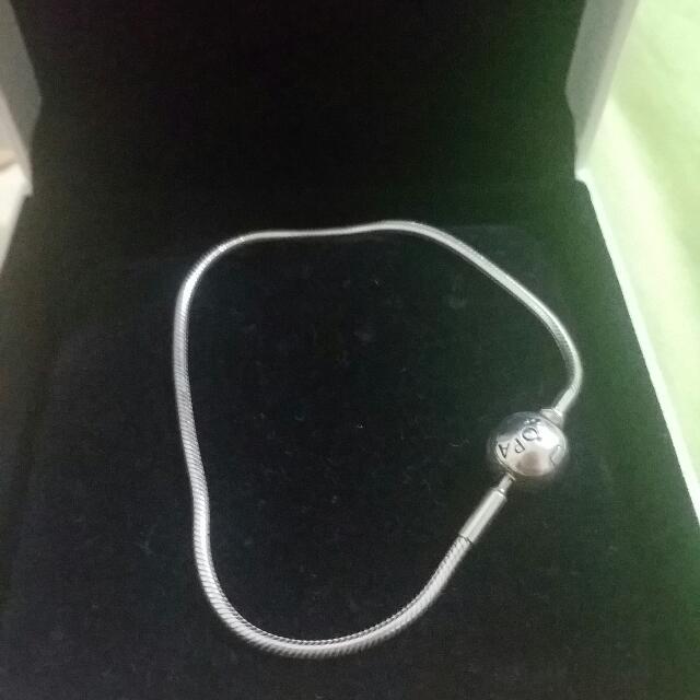 Pandora Essence sliver bracelet 18cm