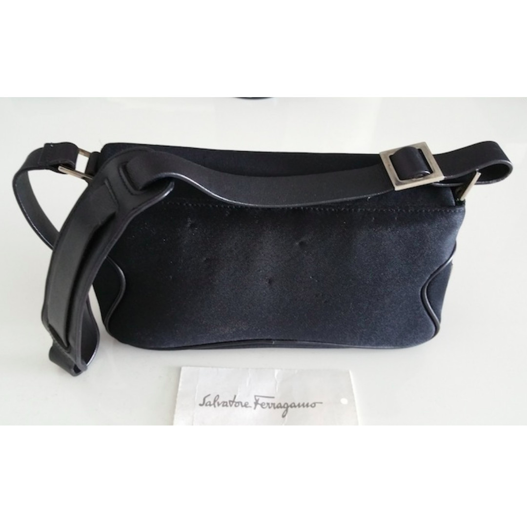 b1f0e90078 Preloved Salvatore Ferragamo Casual Black Shoulder Bag
