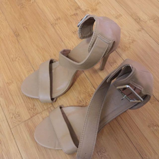 Rubi Shoes Tan Heels Size 7