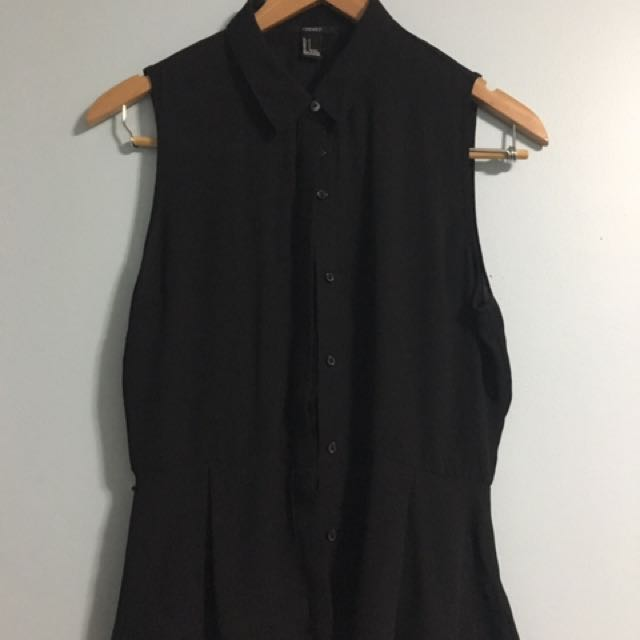F21 Sleeveless Button-Up Blouse