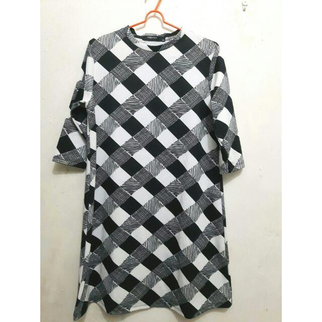 SM Woman Black & White Oversized Dress