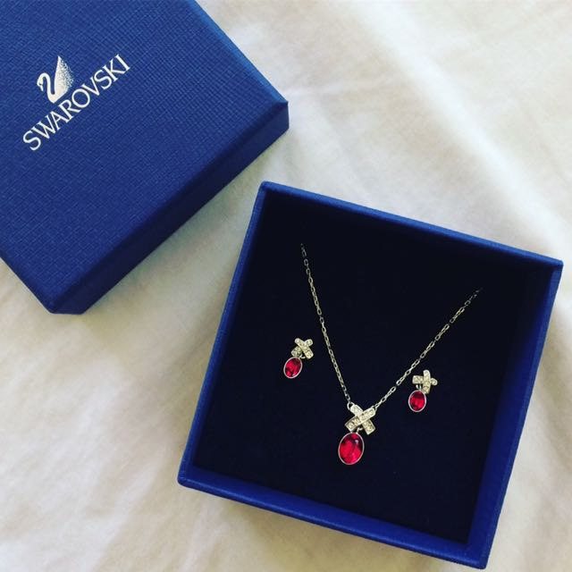 SWAROVSKI SIAM RUBY SET