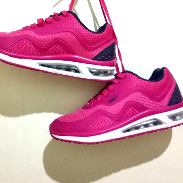 Swift Kick Pink (original World Balance)