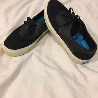 PEOPLE Black Sneakers