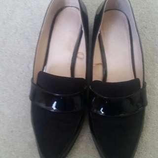 Court Shoes Large