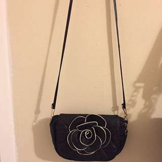 Rose Black And White Purse