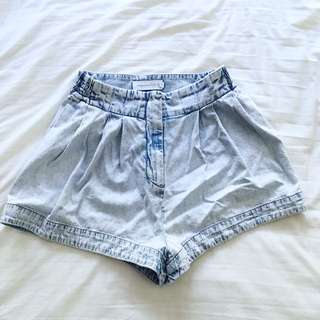 🌻 FINDERS KEEPERS HIGH WAISTED DENIM SHORTS 🌻