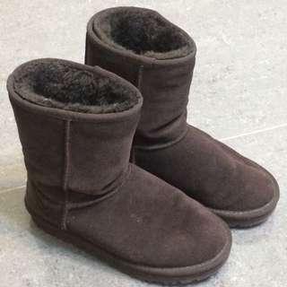 Ugg咖啡色經典中筒雪靴