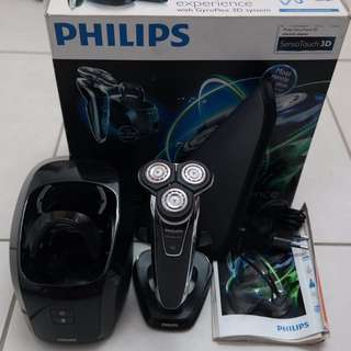 Philips SensoTouch RQ1251 Gyroflex 3D Electric Shaver with Jet Clean and Charge system