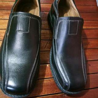 DOCKERS SHOES ORIG BRAND NEW