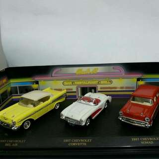 Die Cast Mobil American classic set (3 unit) Chevy bel air. Chevy corvette . Chevy nomade
