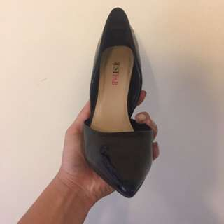 Black Pumps Size 5.5 (justfab)