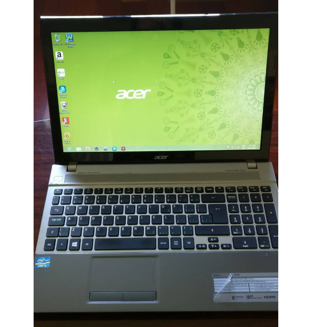 "Black and Gray Acer V3 15.6""Laptop - Intel Core i3-3120m / 1TB HDD / 8GB RAM / Windows 8"