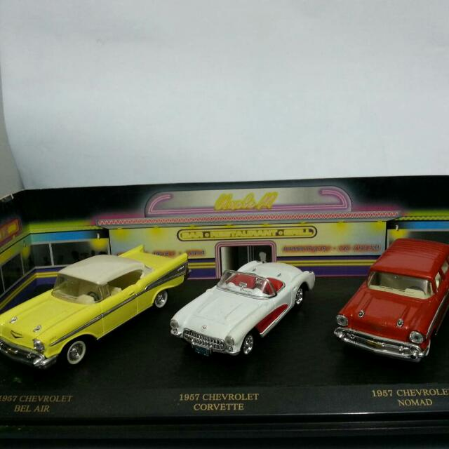 Die Cast Mobil American classic set (3 unit) Chevy bel air. Chevy corvette . Chevy nomade