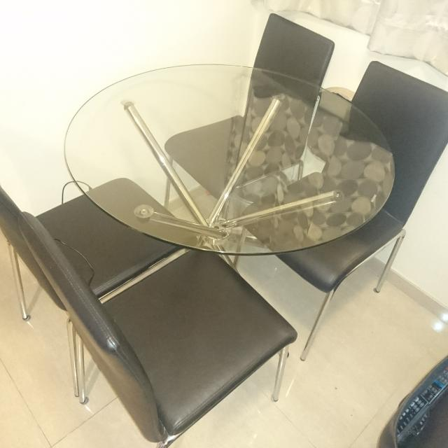 Glass dining table with 4 leather chairs