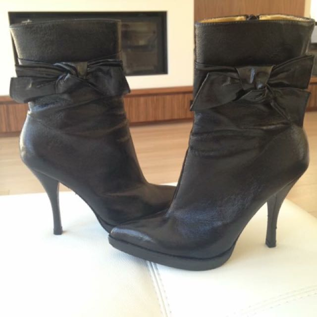 Hale Bob Booties With Bow Detail Size 8