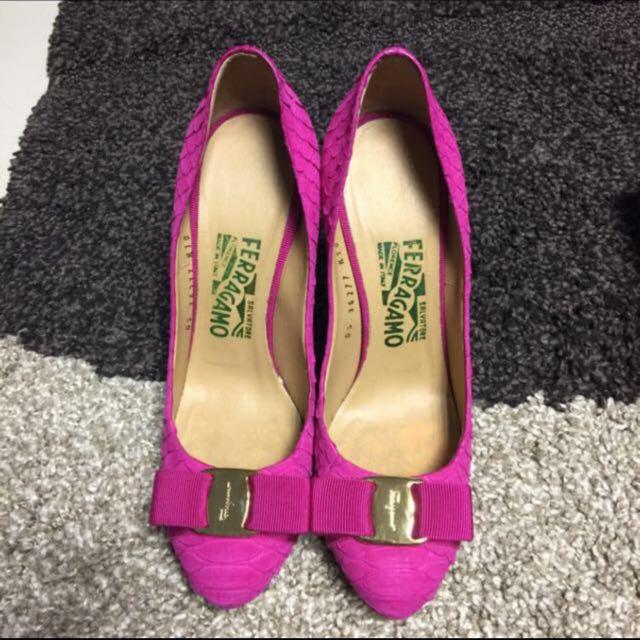 Preloved Salvatore Ferragamo rosa reptile heels