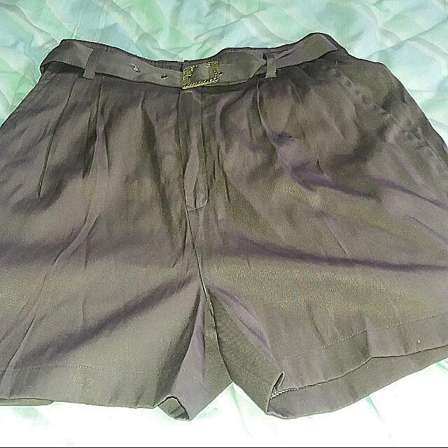 Size 6 High Waist Shorts With Belt