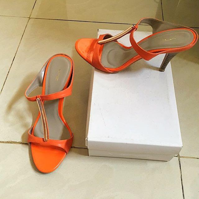 VNC Heels Sandals