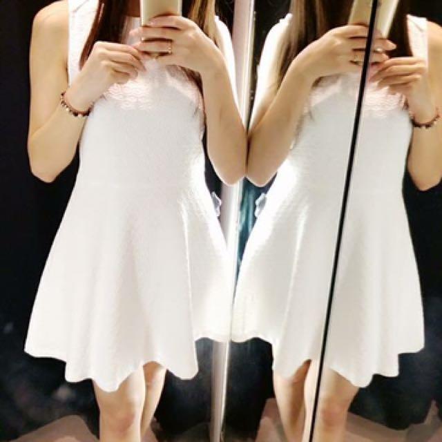 Zara純白雕紋洋裝