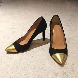 J Crew Pointed Gold Tip Pumps (size 6)