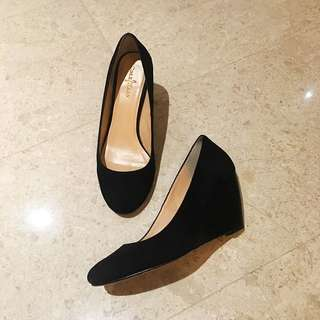Price Reduced! Like New! Cole Haan Wedges Leather Suede (size 6, Like New)