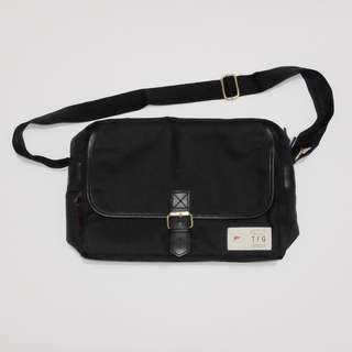 Taylor Fine Goods Camera Sling Bag Shasinki