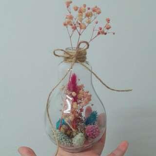 燈泡乾燥花
