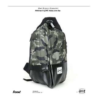 【GMT】挪威潮流品牌 簡約迷彩單車休閒側背包