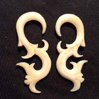 Hand Carved Approx 2g Bone Earrings