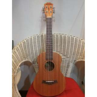 Brand new Diduo Mahagony Tenor Ukulele with pickup and built-in tuner (limited stock)