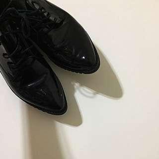 🚚 黑色亮皮牛津鞋