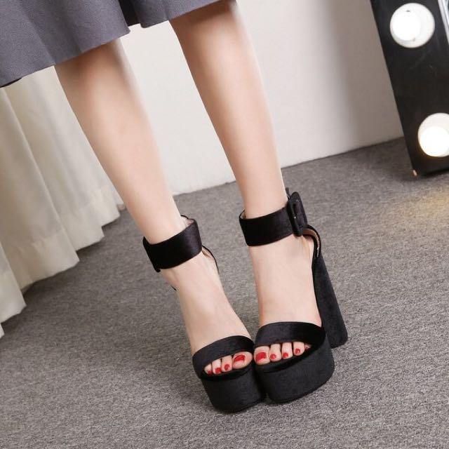 歐美絲絨面粗跟防水台高跟鞋ㄧ字帶露趾涼鞋 黑